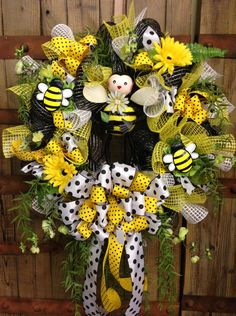 Bumble bee wreath by WilliamsFloral on Etsy, $95.00