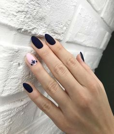 Black almond matte nails can be seen everywhere in the streets. They are one of the most popular and fashionable nail shapes. Nail Art Designs, Black Nail Designs, Nails Design, Minimalist Nails, Matte Nails, Black Nails, Acrylic Nails, Matte Black, Hair And Nails