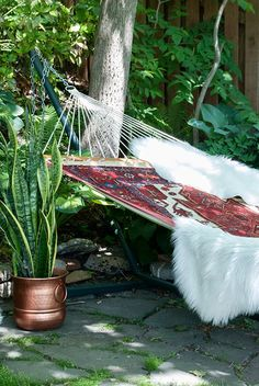Throw a rig over a hammock and spray paint a pot copper. A Woodsy Patio Hangout with an area rug in a hammock is the perfect place to read a book. Come see more of our little hideaway. Backyard Hammock, Outdoor Hammock, Outdoor Rooms, Outdoor Gardens, Outdoor Living, Outdoor Decor, Hammock Ideas, Hammocks, Rope Hammock