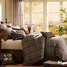 If you are looking for an updated casual look Pine Creek is the perfect fit. The plush comforter features an oversized woven jacquard plaid pattern with brown and a touch of blue. The set includes a standard sham that matches perfectly with the comforter with a brown border. A bed skirt is also included to complete off this cozy look!