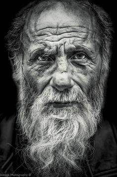 Photo Sharp Eyed by Mahmoud Derega on Portrait Photography Men, Emotional Photography, Face Photography, Black And White Portraits, Black And White Photography, Old Man Portrait, Old Man Face, Photographie Portrait Inspiration, Black And White Face