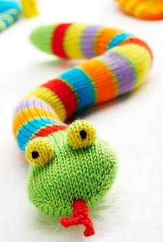 """Stanley Snake pattern by Amanda Berry - Stanley Snake …. Knitting pattern designed by Amanda Berry for """"Let& Get Crafting Knitting and Crochet"""" magazine, issue 47 - Loom Knitting, Knitting Stitches, Free Knitting, Baby Knitting, Knitting Toys, Animal Knitting Patterns, Snake Patterns, Crochet Patterns, Magazine Crochet"""