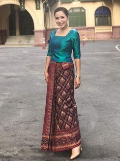 Model Dress Batik, Batik Dress, Silk Dress, Myanmar Traditional Dress, Thai Traditional Dress, Traditional Outfits, Myanmar Dress Design, Kebaya Dress, Shirt Dress Pattern