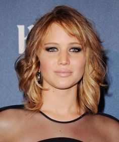 Pin for Later: Trendy Bangs For All Face Shapes and Hair Textures Jennifer Lawrence Teased Hair, Wavy Hair, New Hair, Hair Bangs, 1970s Hairstyles, Straight Hairstyles, Cool Hairstyles, Medium Hairstyles, Wispy Side Bangs