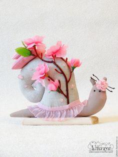 Spring tilda Snail / Куклы Тильды ручной работы. Ярмарка Мастеров - ручная работа. Купить улитка тильда улиточка подарок Сакура. Handmade.