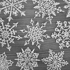 How to make paper snowflakes- today's first day of snow craft? Noel Christmas, Christmas And New Year, All Things Christmas, Winter Christmas, Christmas Ornaments, Snowflake Ornaments, Snowflake Craft, Christmas Snowflakes, Christmas Paper