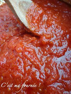 C'est ma fournée !: La sauce aux tomates fraîches (recette de base) Sauce Tomate Fraiche, Dinner Rolls, Chutney, Healthy Living, Spaghetti, Curry, Cooking Recipes, Meals, Sauces
