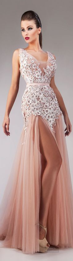 Hanna Toumajean Fall-winter This would be beautiful in white as a wedding dress! Evening Dress Long, Evening Dresses, Prom Dresses, Elegant Dresses, Pretty Dresses, Couture Dresses, Fashion Dresses, Mode Glamour, Moda Fashion