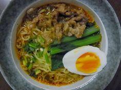 Nipponkitchen: ทันทันเมน (Tan Tan Noodle) ราเมน รสแซ่บ นํ้าซุปหอมมัน มีรสเผ็ดจากนํ้ามันพริก แสนอร่อยและดีต่อสุขภาพด้วย ใช้เวลาแค่ 30 นาทีเท่านั้น เป็นมื้อเช้าวันสุดสัปดาห์ได้สบายๆเลยละค่ะ (ตามไปดูสูตรกันเลยที่ลิ้งค์ข้างบน)