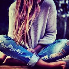 casual- ripped jeans and oversized sweater - i want this exact outfit! Mode Chic, Mode Style, Moda Outfits, Cute Outfits, Denim Outfits, Sweater Outfits, Fall Outfits, Looks Style, Style Me