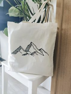 Diy Tote Bag, Cute Tote Bags, Cotton Tote Bags, Hand Embroidery Patterns, Diy Embroidery, Cross Stitch Embroidery, Embroidered Bag, Cloth Bags, Fabric Painting