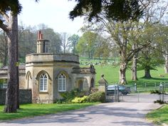 Gate_House,_Rotherfield_Park_-_geograph.org.uk_-_408301.jpg (640×480)