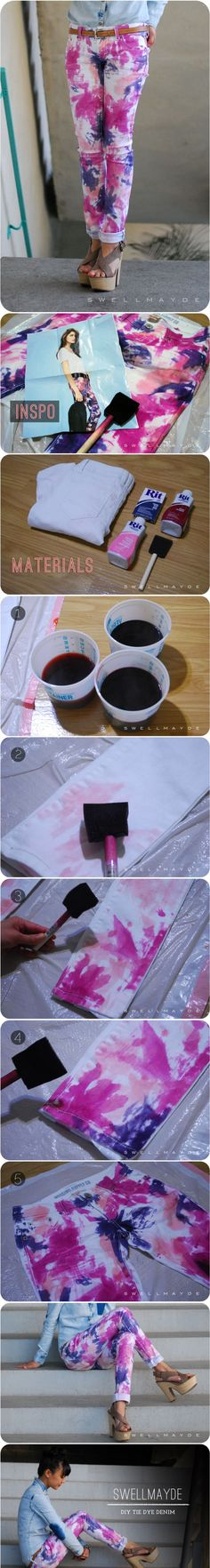 Spruce up your old white jeans with this easy and affordable DIY tie dye denim. Spruce up your old white jeans with this easy and affordable DIY tie dye denim. Diy Clothes Refashion, Diy Clothing, Jeans Refashion, How To Tie Dye, How To Dye Fabric, Diy Tie Dye Denim, Shibori, Fabric Crafts, Diy Crafts