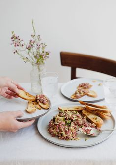 Beef tartare with sesame butter - salmon No Salt Recipes, Raw Food Recipes, Tartare Recipe, Fish And Meat, Ceviche, Daily Meals, Clean Recipes, Food Dishes, Food Hacks