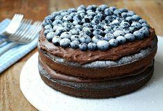 Vegan chocolate and blueberry cake Cakes To Make, How To Make Cake, Best Vegan Chocolate, Chocolate Muffins, Chocolate Cookies, Blueberry Cake, Vegan Cake, Creative Cakes, Cake Recipes