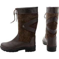 Korte outdoor laarzen met leuk effect van leer. Met wollen voering....€76,12