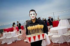 Serveur clown triste pour mariage circus