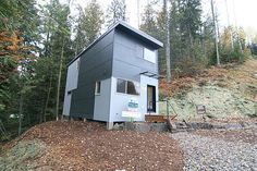 This small, modular home is amazing. Modern amenities, small footprint and, I think, easy construction. Container Buildings, Container Homes, Modern Modular Homes, Sea Containers, Tiny House Blog, Micro House, Patio, Building A House, Architecture Design