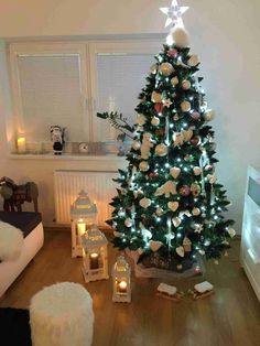 Vánoční stromky ozdobené našimi zákazníky | Svět Stromků Holiday Decor, Christmas Trees, Home Decor, Christmas Tree, Xmas Trees, Decoration Home, Room Decor, Home Interior Design, Xmas Tree