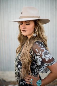 The Highway by Charlie 1 Horse - Silver Belly Cowgirl Style Outfits, Western Outfits Women, Western Wear For Women, Cowgirl Chic, Western Chic, Outfits With Hats, Country Outfits, Cowgirl Fashion, Western Hats