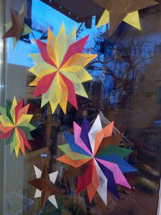 Gruenezwerge: Weihnachtliche Fenstersterne Paper Snowflake Patterns, Paper Snowflakes, Xmas, Painting, Art, Origami Paper, Worth It, Diy Crafts Home, Triangles