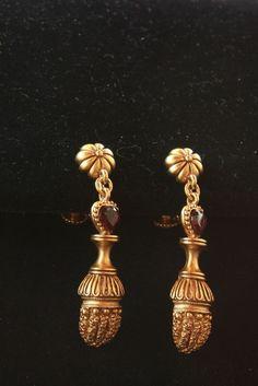 Jackie Kennedy ACORN & HEARTS Garnet clip/screw Earrings Camrose & Kross QUALITY