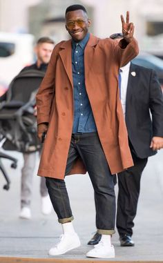 Mahershala Ali from The Big Picture: Todays Hot Photos The True Detective star grins and gives peace while out in Los Angeles. Mahershala Ali, Winter Outfits, Casual Outfits, Fashion Outfits, Japan Fashion, Mens Fashion, Stylish Men, Men Casual, Bon Look