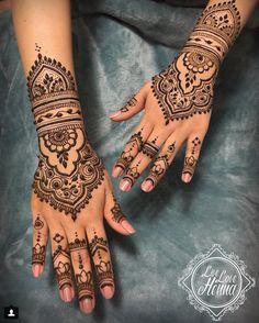 Minimal Wedding Mehendi Designs – The Big Fat Indian Wedding - Tattoo Patterns Pretty Henna Designs, Wedding Henna Designs, Henna Tattoo Designs Simple, Henna Designs Easy, Mehndi Art Designs, Latest Mehndi Designs, Indian Wedding Henna, Indian Henna Designs, Indian Weddings
