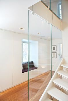 clear glass to let in light along staircase - http://bo-bedre.no