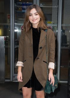 Jenna Coleman Researched Queen Victoria Through Portraits: Photo Jenna Coleman makes a chic exit from the BBC Radio 2 studios in London, England on Friday afternoon (September The actress promoted her new ITV… Jenna Coleman Hair, Jenna Coleman Style, Doctor Who, Gamine Style, Soft Gamine, Bae, Her Style, Fashion Beauty, Celebrity Style