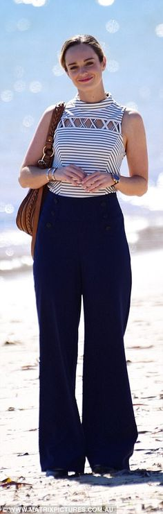 Risultati immagini per Penny McNamee Funny Dog Memes, Home And Away, All About Fashion, Vip, Bell Bottom Jeans, Celebrity, Women's Fashion, Actresses, Stars