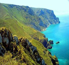 Al Hoceima (called by many locals Biya) is a Moroccan port and town on the Mediterranean Sea, and it is one of the main cities in the Rif. Al Hoceima is. Vacation List, Vacation Spots, Western Sahara, Beach Villa, African Countries, North Africa, Morocco, Places To See, Beautiful Places