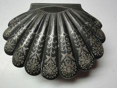 Black & Silver Inlay Sea Shell Shaped Scalloped Trinket Box Vintage Bidriware