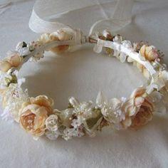 Corona popurri flores beiges para niñas comunion y arras