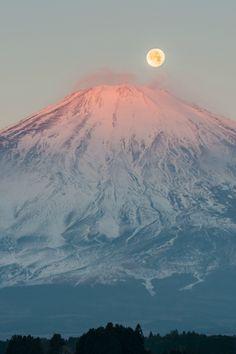expressions-of-nature:  by Shinichiro Saka Red Fuji and Full moon, Japan