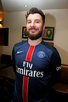 Michael Youn supports the Paris Saint-Germain