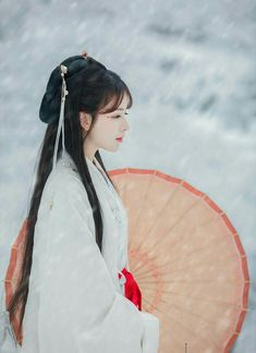 Beautiful Chinese girl in Hanfu Chinese Traditional Costume, Traditional Outfits, Beautiful Anime Girl, Beautiful Asian Girls, Ancient Beauty, China Girl, Chinese Clothing, Hanfu, Fantasy Girl