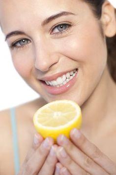 Scrub fai da te al limone: maschera viso purificante
