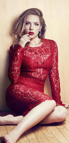 Dolce e Gabbana red dress - Scarlett Johansson