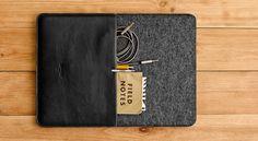 ONEFOLD sleeve for Apple Macbook #handwers #onefold #woolfelt #felt #leather #sleeve #black