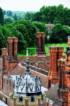 Hampton Court Palace in London Take a short boat ride up the Thames to this castle that was once home to Henry VIII. Wonderful gardens on the grounds also.