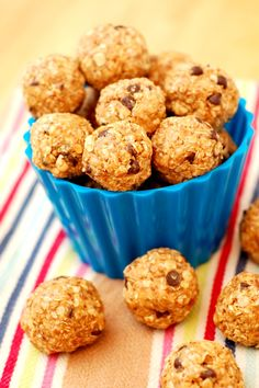 A Kitchen Addiction: Peanut Butter Mini Chip Granola Bites - No Bake
