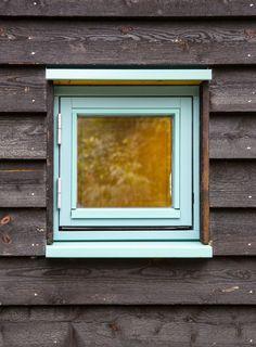 Arkitekten fikk to dager på å bestemme seg for om han ville kjøpe tomten. Ett år senere sto hytta ferdig. - Aftenposten Windows, Waltz Dance, Window, Ramen