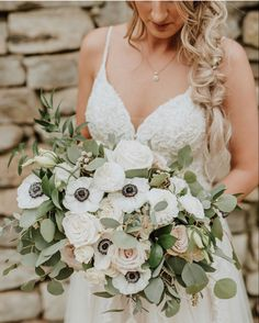 Burgundy Wedding Flowers, Wedding Colors, Cream Flowers, Cream Roses, Garden Roses Wedding, Bulk Roses, Mini Carnations, Long Stem Flowers, Wedding Bouquets