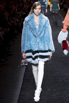 See the complete Fendi Fall 2016 Ready-to-Wear collection.