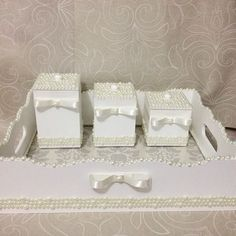 Olha que coisa mais linda que ficou o kit higiene da princesinha Rafaella @ferreirarochelle Que Deus a abençoe e proteja muito!!!  #feitoamao #comamor #euquefiz #artesanato #decor #kithigiene #quartomenina #perolas