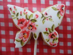 Painted butterfly cookie 1 | por neviepiecakes