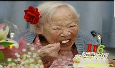 Misao Okawa, the world's oldest woman, eats her birthday cake as she celebrates her birthday at a nursing home in Osaka on March 2014 (AFP) Health Chart, Affordable Health Insurance, Long Term Care Insurance, Old Person, Take Care Of Your Body, What The World, Live Long, Good Advice, The Secret