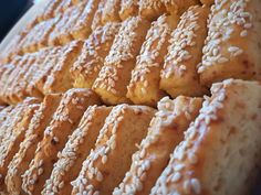 Gyorsan elkészíthető szezámmagos sajtos rúd, mi már csak így sütjük! - Egyszerű Gyors Receptek Krispie Treats, Rice Krispies, Apple Pie, Cakes, Food, Cake Makers, Kuchen, Essen, Cake