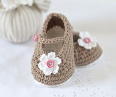CROCHET PATTERN Baby Shoes Mary Janes Photo by matildasmeadow